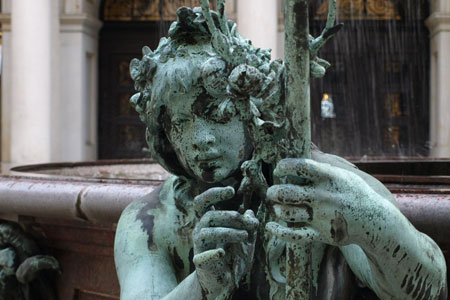 hamburg-fountain-detail
